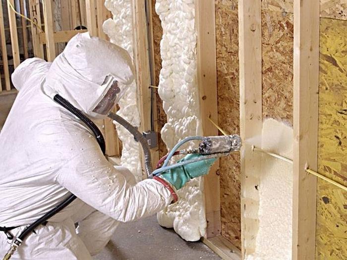 Утепление фасадов домов стен и крыш пеной ППУ из полиуретана в Краснодаре по цене за квадратный метр
