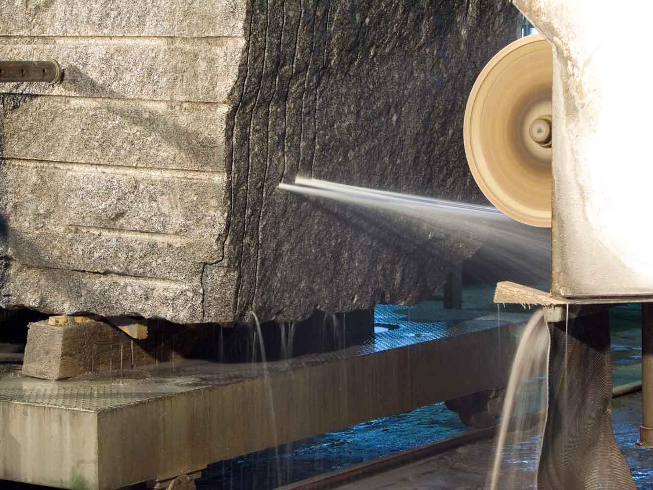Обработка и распил дагестанского камня производится в Дагестане.