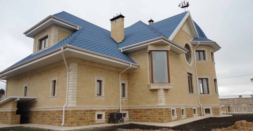Облицовка фасадов домов дагестанским камнем в Сочи и Адлере