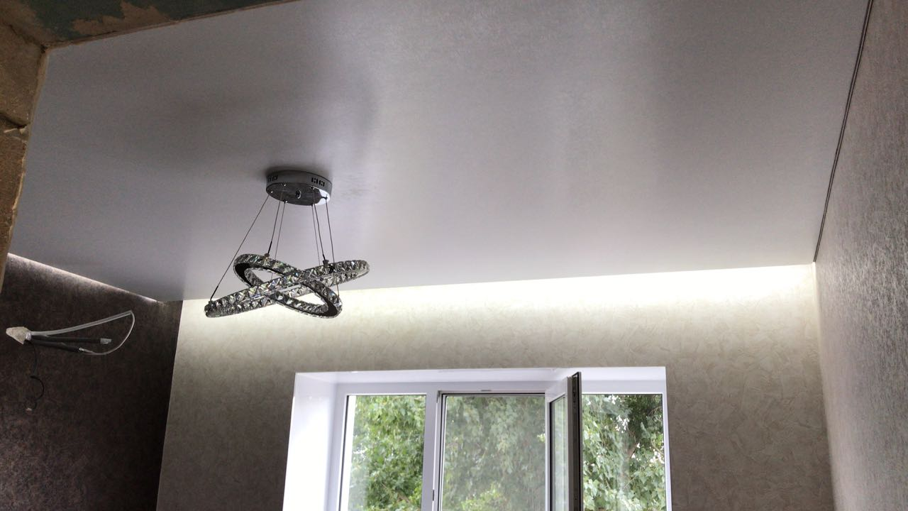 Виды красивых фото натяжных потолков для кухни, гостиной и спальни в Кропоткине и Гулькевичи