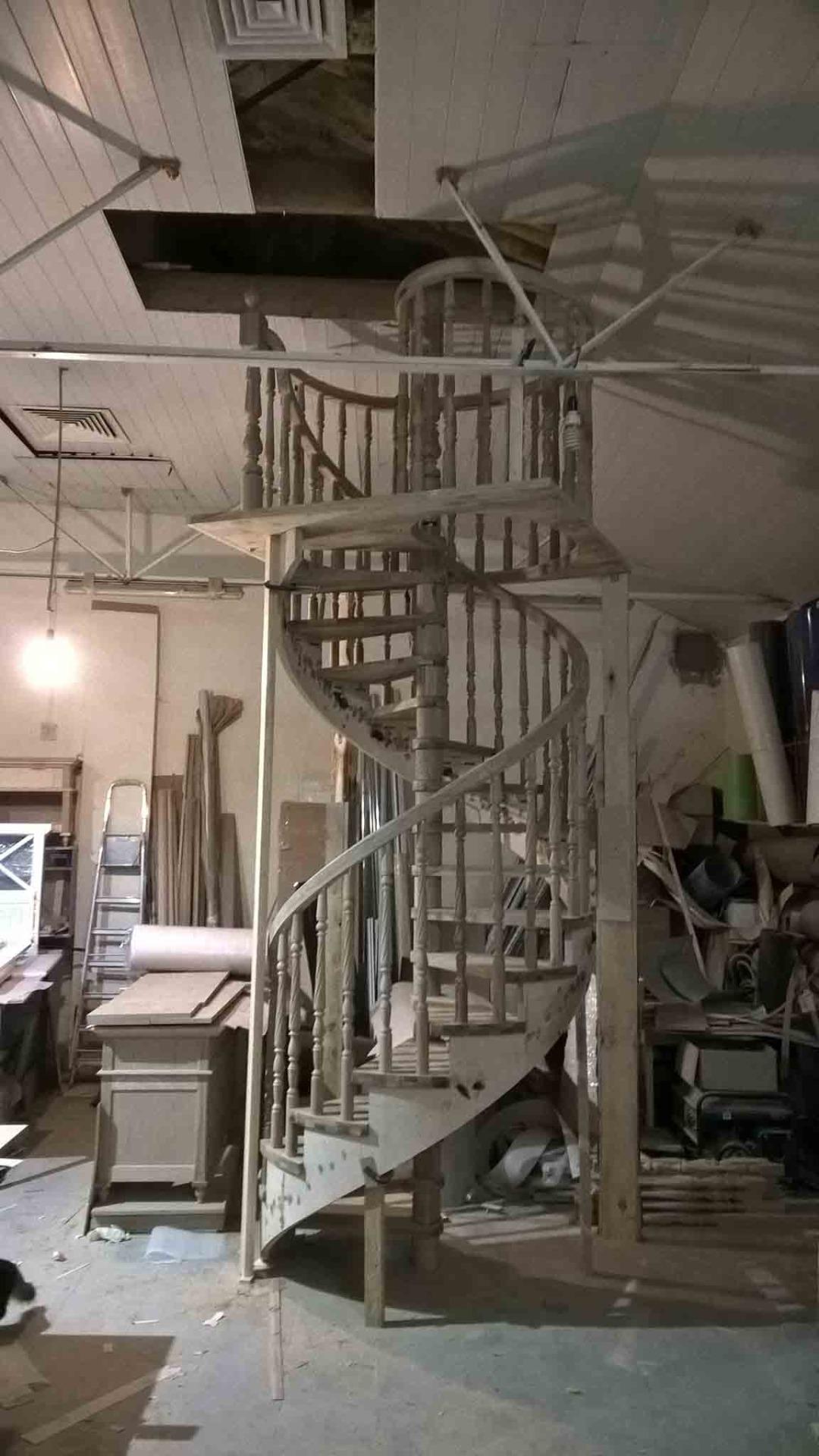 Лестницы из бука сосны дуба каштана ясеня в Сочи - изготовление и монтаж