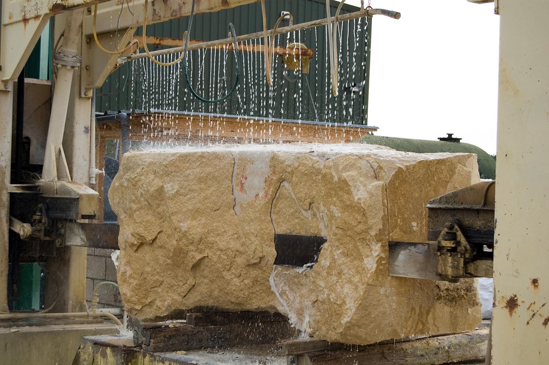 Распил и резка дагестанского доломита, ракушечника, известняка с карьера от производителя