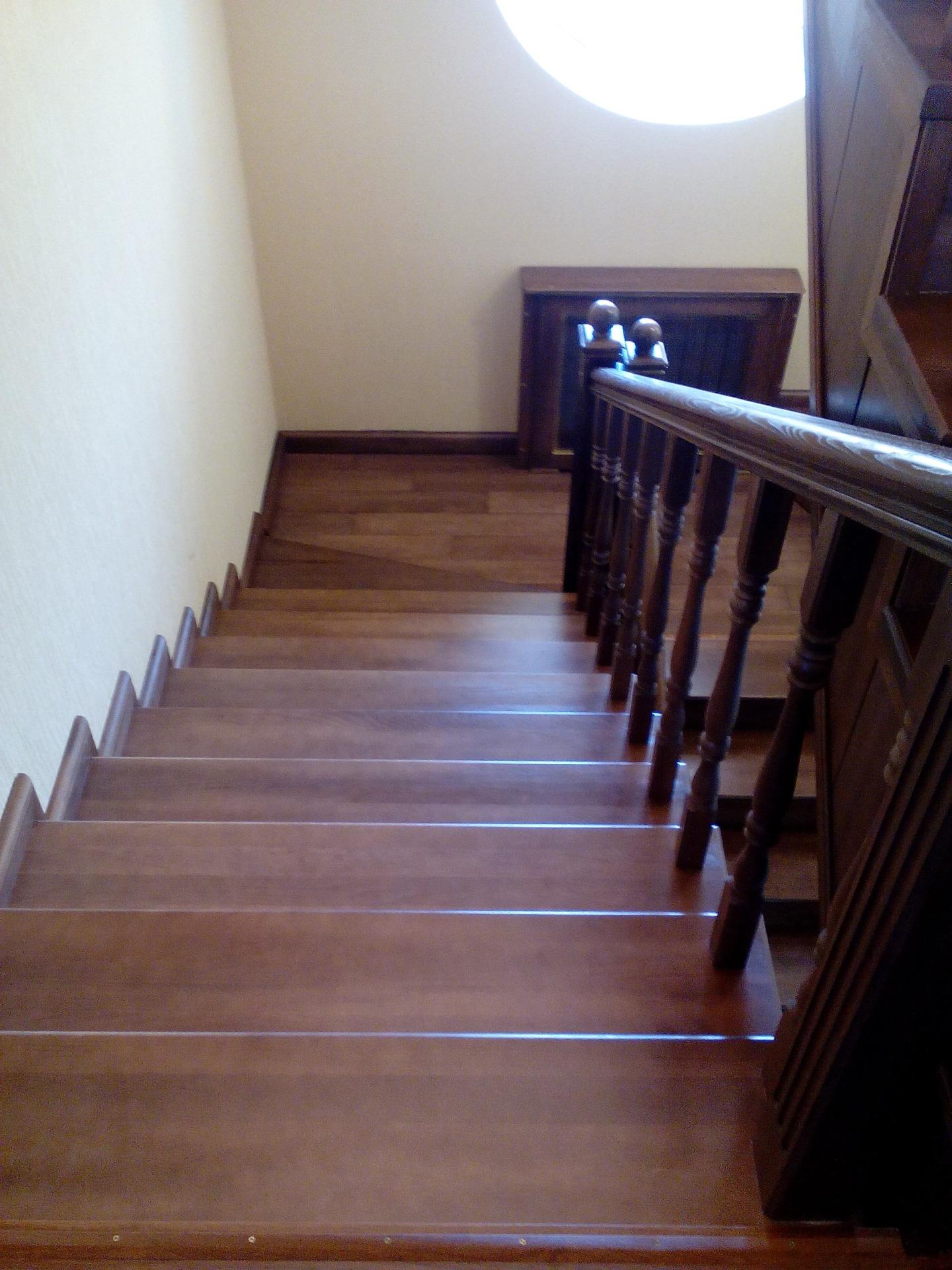 Лестницы из дерева в Кропоткине, фото, цены, заказ