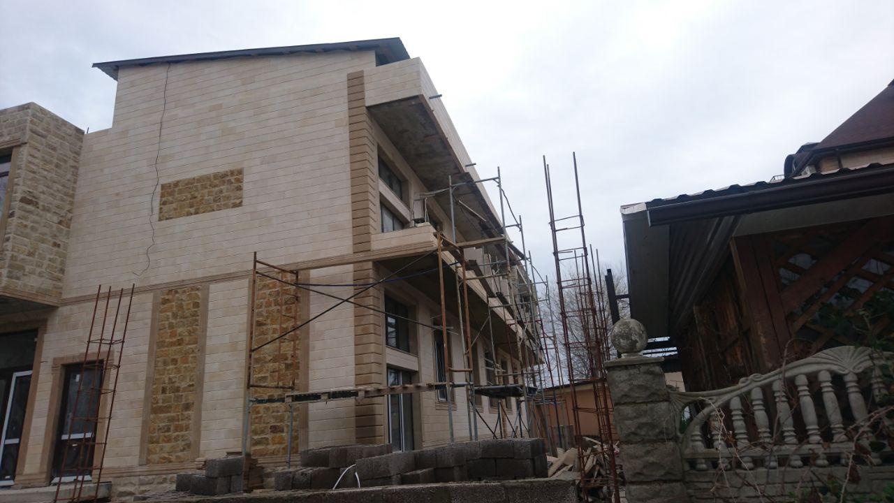 Приеры и варианты облицовки фасада дома природным дагестанским камнем оптом и в розницу в Краснодарском крае